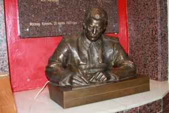 «Разрешить за сроком давности» (пешеходная экскурсия в бункер Сталина)